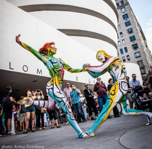 Body Painted Couple By The Guggenheim